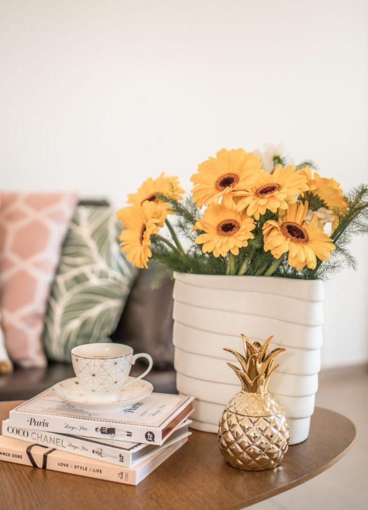 Flores amarelas como exemplo de uma das dicas de como fazer uma decoração amarela.