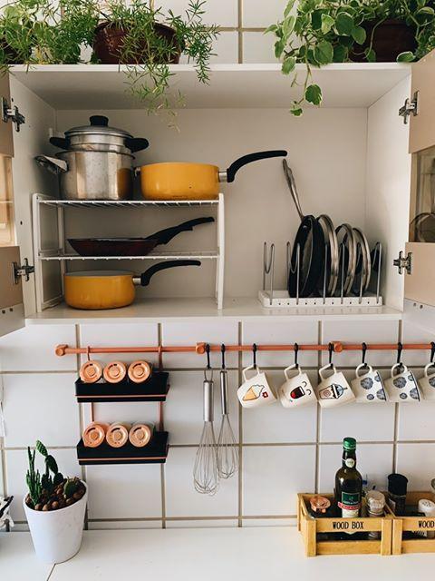 Uso de ganchos na cozinha de cliente Madesa.