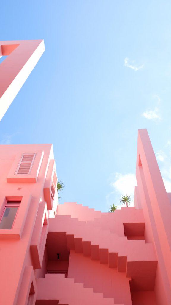 Escadaria pintada de rosa claro, uma das candy colors.