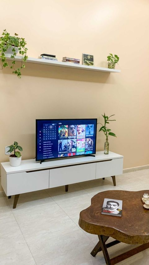 Sala de estar de cliente Madesa que incorpora alguns elementos desse estilo.