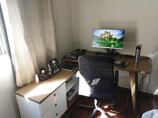 Decoração de home office com escrivaninha da Madesa.