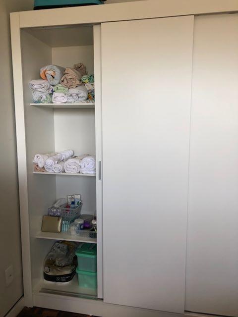 Guarda-roupa branco de cliente Madesa.